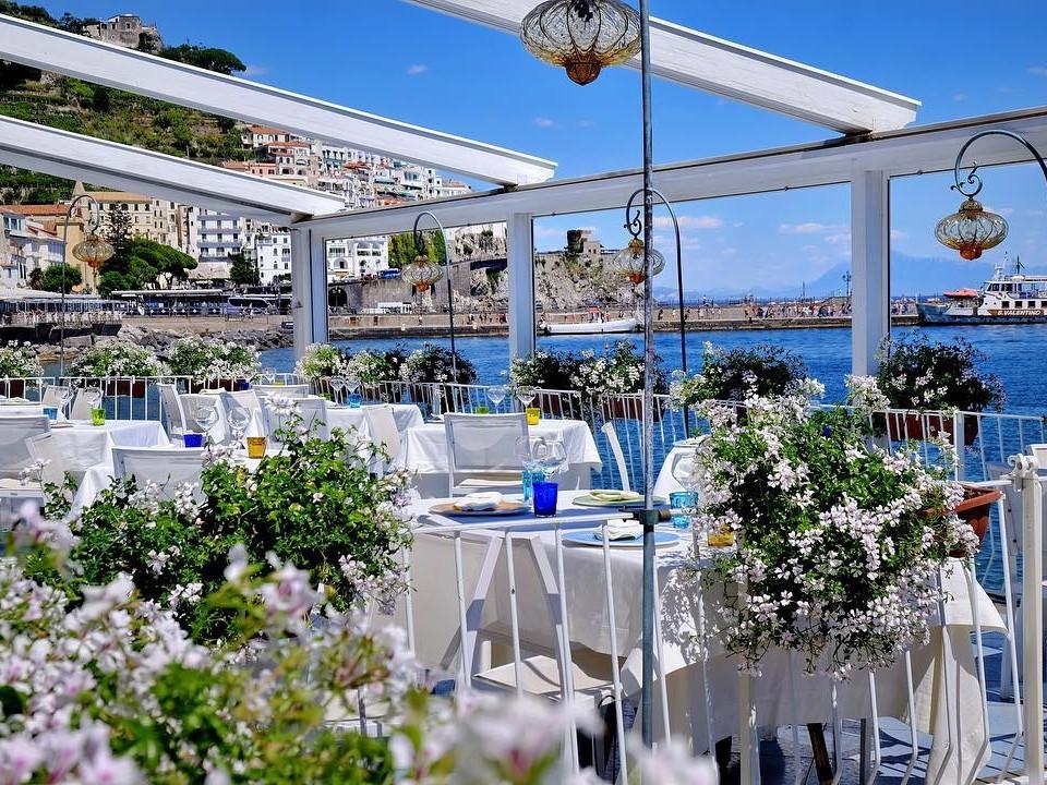 Dove mangiare pesce ad Amalfi: tre ristoranti da non perdere - Travel Amalfi Coast by Travelmar